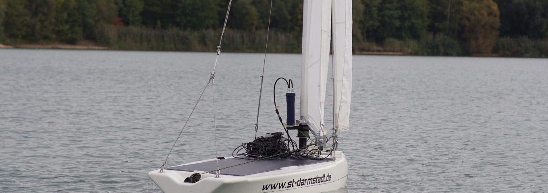 roBOOter segelt über den Langener Waldsee